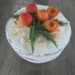 Gâteau abricot-romarin